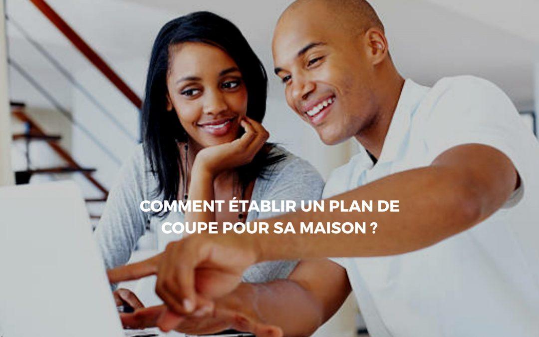 couple consultant un plan de coupe